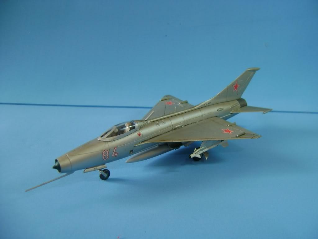 Mikoyan-Gurevich MiG-21 FISHBED 1/72 ACADEMY DSC02391