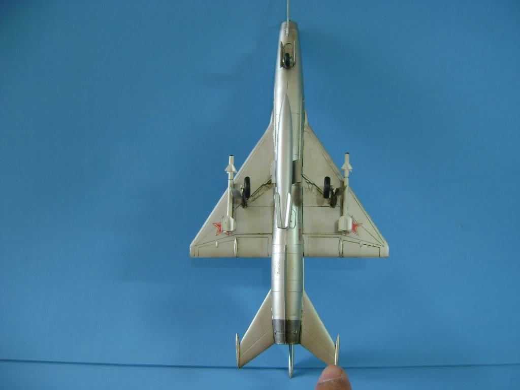 Mikoyan-Gurevich MiG-21 FISHBED 1/72 ACADEMY DSC02393