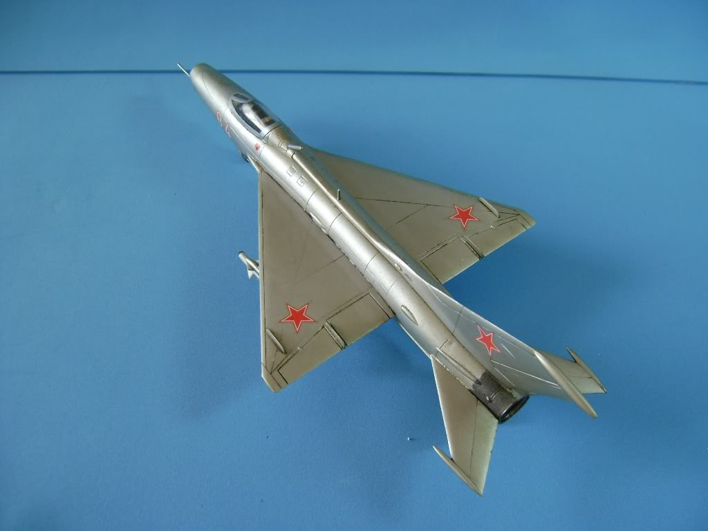 Mikoyan-Gurevich MiG-21 FISHBED 1/72 ACADEMY DSC02395