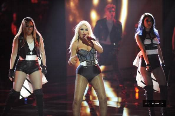 New stills from The Voice live shows TheVoiceSeason2Stills20