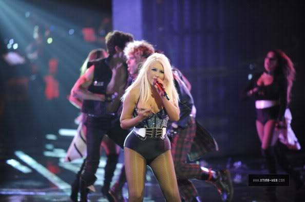 New stills from The Voice live shows TheVoiceSeason2Stills22