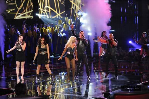 New stills from The Voice live shows TheVoiceSeason2Stills27