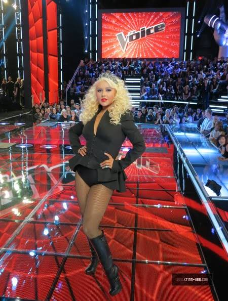 New stills from The Voice live shows TheVoiceSeason2Stills32