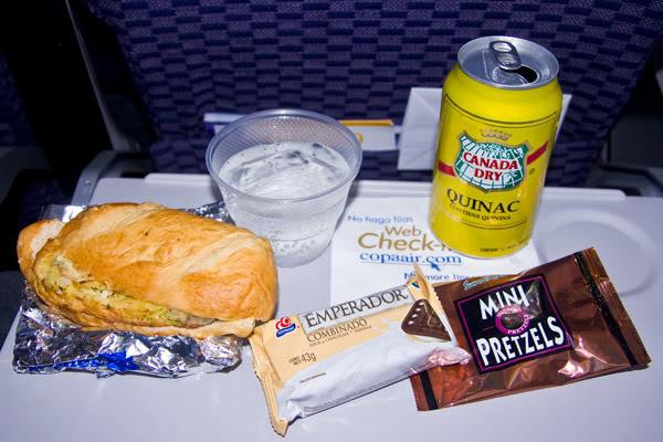 Voando na Copa Airlines, Executiva e Econômica. O Que Esperar? Comida-economica2-web