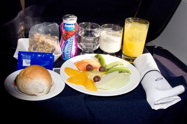 Voando na Copa Airlines, Executiva e Econômica. O Que Esperar? Comida-executiva-2-web