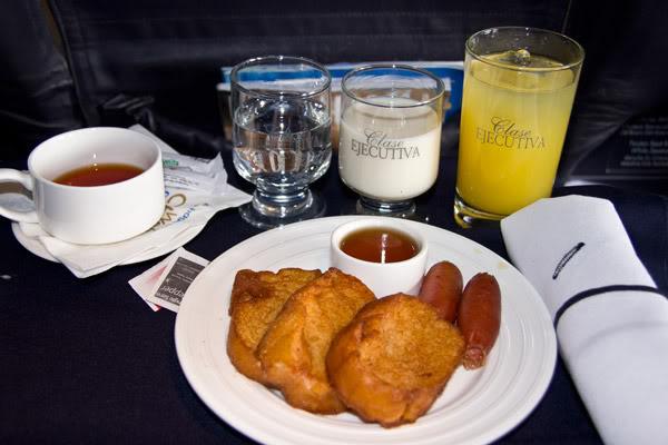Voando na Copa Airlines, Executiva e Econômica. O Que Esperar? Comida-executiva-3-web