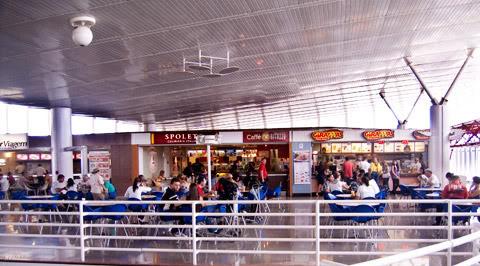Aeroporto de Brasília Praca-alimentacao-bsb