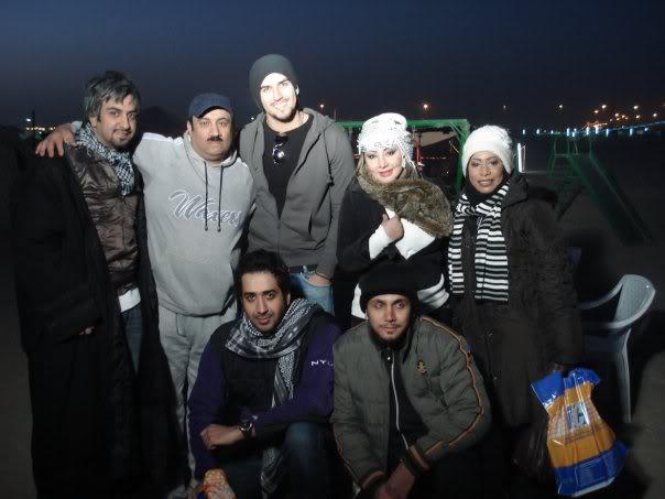 صور محمود بوشهري مع شيماء علي من مخيم فنون :)  22773_100813149952179_1000007048316