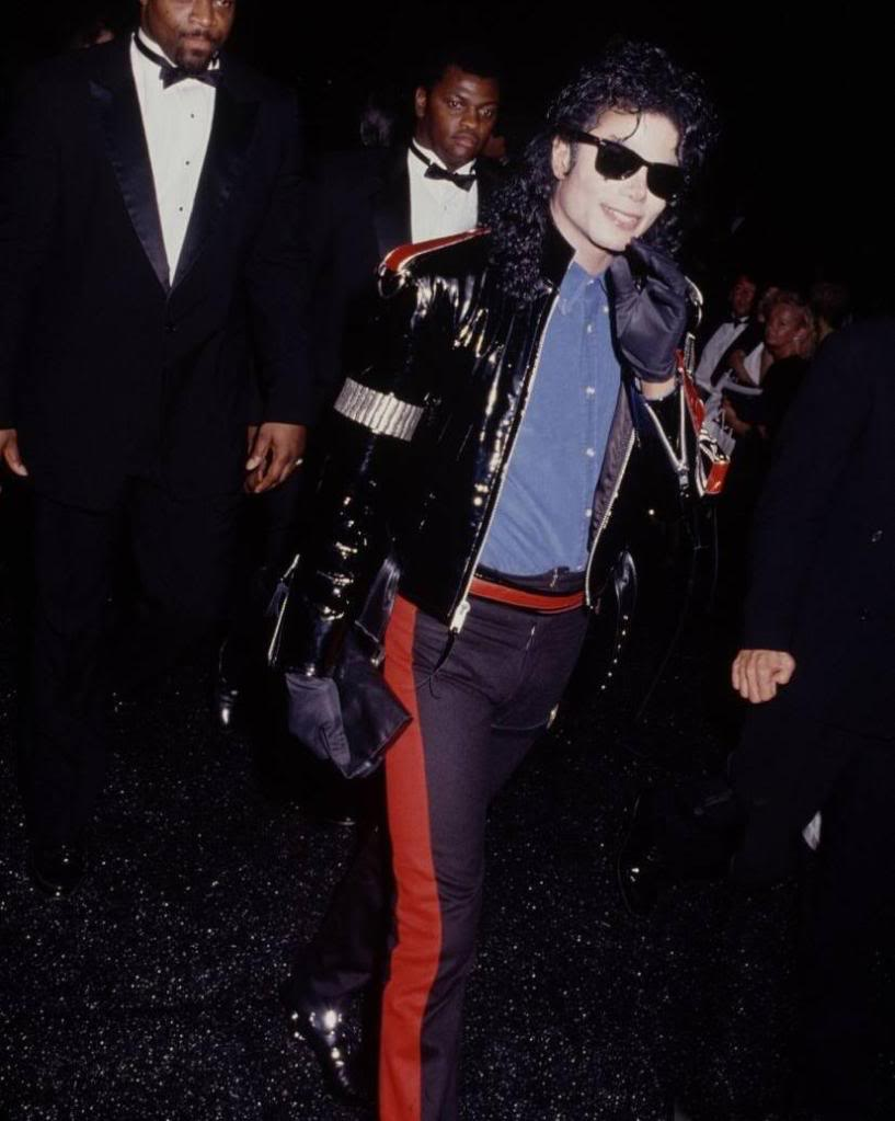 Raridades: Somente fotos RARAS de Michael Jackson. 4fc8fd3b139919a66e56b12d9b637702_827x1036