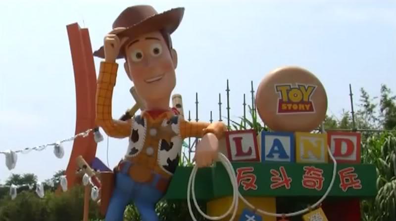 [Hong Kong Disneyland] Toy Story Land (18 novembre 2011) - Page 4 Tslentrance