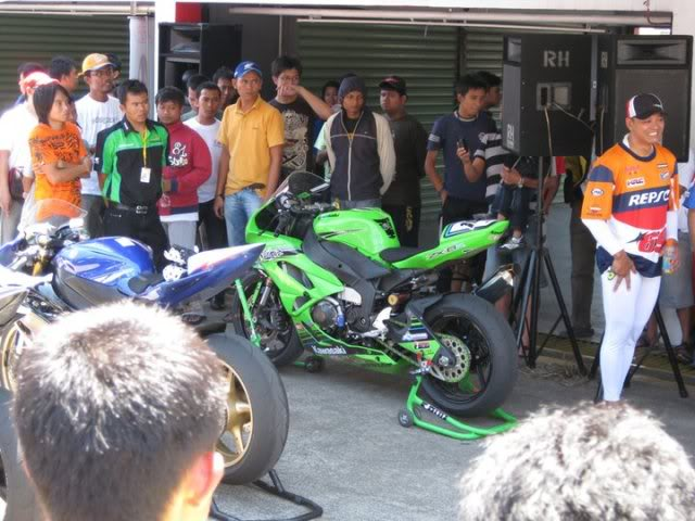 The story continued, with RSV4 Factory RACE at Sentul!!! >>> Page 34 <<< - Page 19 205437_1901996544845_1089646598_2204766_4062571_n