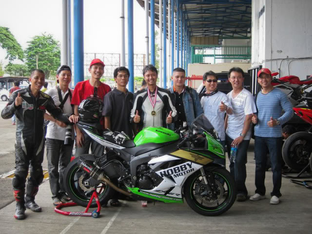 The story continued, with RSV4 Factory RACE at Sentul!!! >>> Page 34 <<< - Page 19 205807_1902027705624_1089646598_2204834_4460178_n