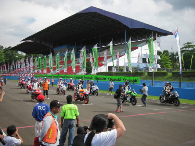 The story continued, with RSV4 Factory RACE at Sentul!!! >>> Page 34 <<< - Page 19 208203_1902014465293_1089646598_2204808_6695844_n
