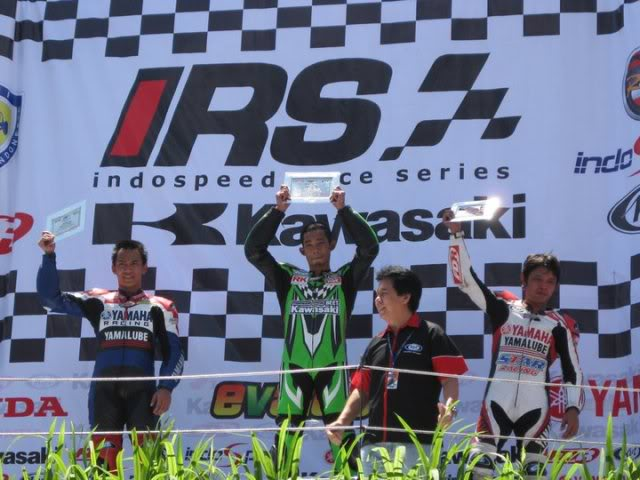 The story continued, with RSV4 Factory RACE at Sentul!!! >>> Page 34 <<< - Page 19 208559_1901998864903_1089646598_2204771_925031_n