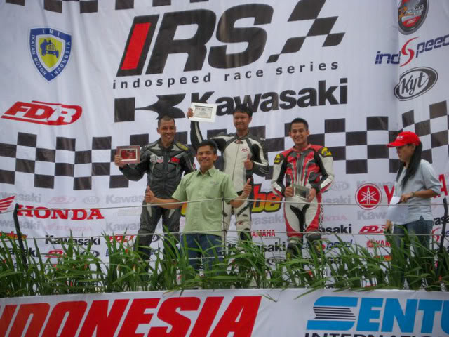 The story continued, with RSV4 Factory RACE at Sentul!!! >>> Page 34 <<< - Page 19 218177_1902021385466_1089646598_2204829_817012_n