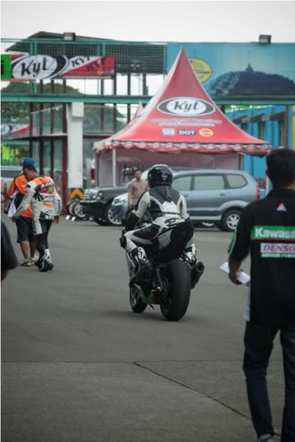 The story continued, with RSV4 Factory RACE at Sentul!!! >>> Page 34 <<< - Page 19 IMG_9965