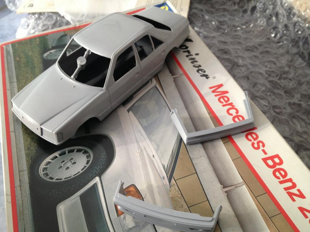 Revell : Mercedes-Benz E230 Lorinser (W124) 5F8E8974-0584-417F-AB1B-6E2A2B1D5AFA-951-000000265BA8B161