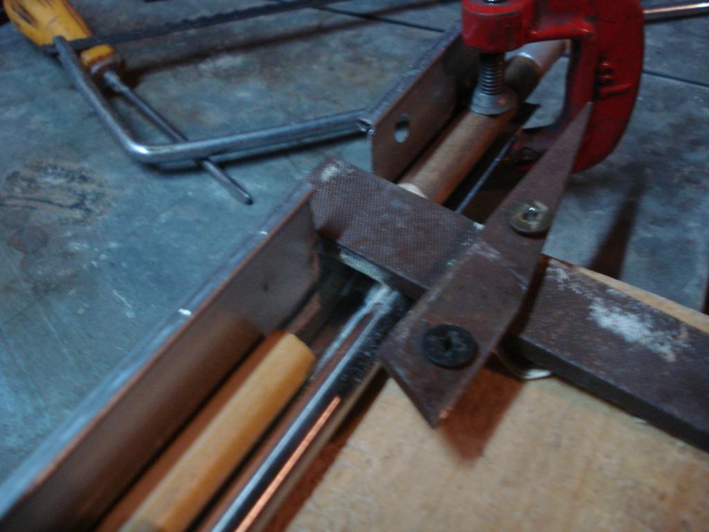 torneando  los bastagos para la colocacion de nock y puntas DSC06954_zps848da400