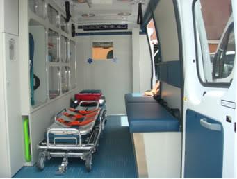 ¿Cuantos tipos de Ambulancias Terrestres Existen? AMBULANCIA20TIPO20220FORD20TRANSIT20INTERIOR