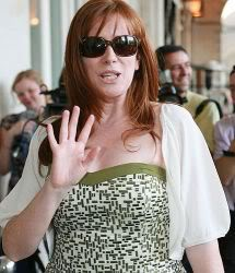 Sexiest Most Gorgeous Catherine Photos.... - Page 5 Catherine_tate_wave