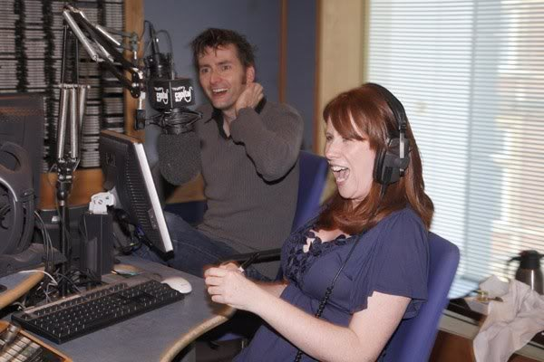 Sexiest Most Gorgeous Catherine Photos.... - Page 5 David-tennant-catherine-tate-cap-1