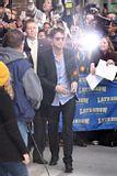 Rob @ the Letterman Late Show... 18 Novembre 2009... Th_00a9hced