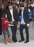 Rob @ the Letterman Late Show... 18 Novembre 2009... Th_spl140246_020wtmk