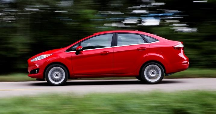 Tản mạn về dòng xe du lịch Subcompact 2013-Ford-Fiesta-Sedan_zps13f3d4de