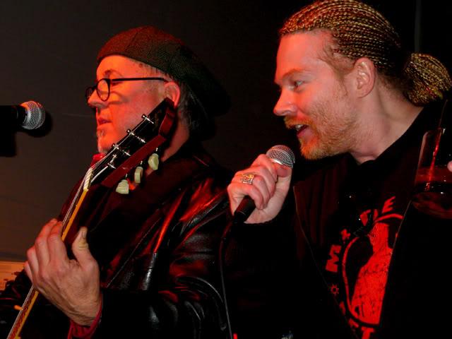 [FOTOS] W. Axl Rose (fundador, lider, alma, esencia y Señor de Guns N' Roses) (2) - Página 6 0607concerts_-20