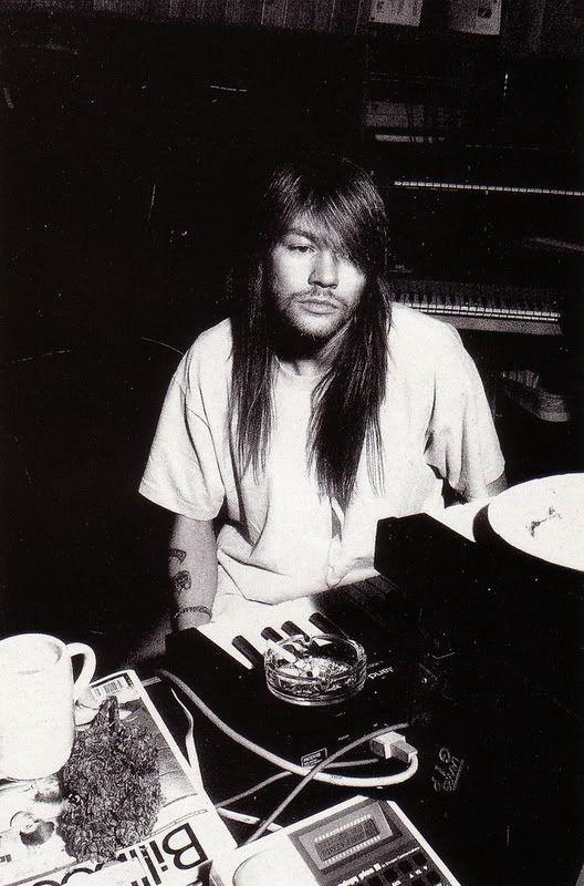 [FOTOS] W. Axl Rose (fundador, lider, alma, esencia y Señor de Guns N' Roses) (2) - Página 27 Axluseyourillusion
