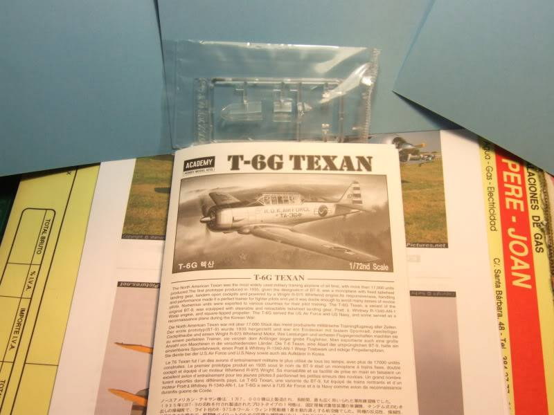 TEXAN T-6G   1:72 E23f6a00