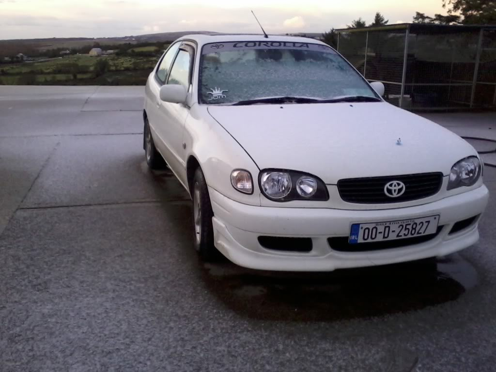 My White E11 Facelift Corolla  2011-12-14085815