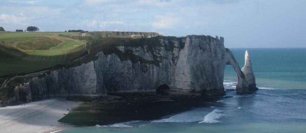 Iron Weyr The-beach-and-the-cliffs_zpsf3fc77db