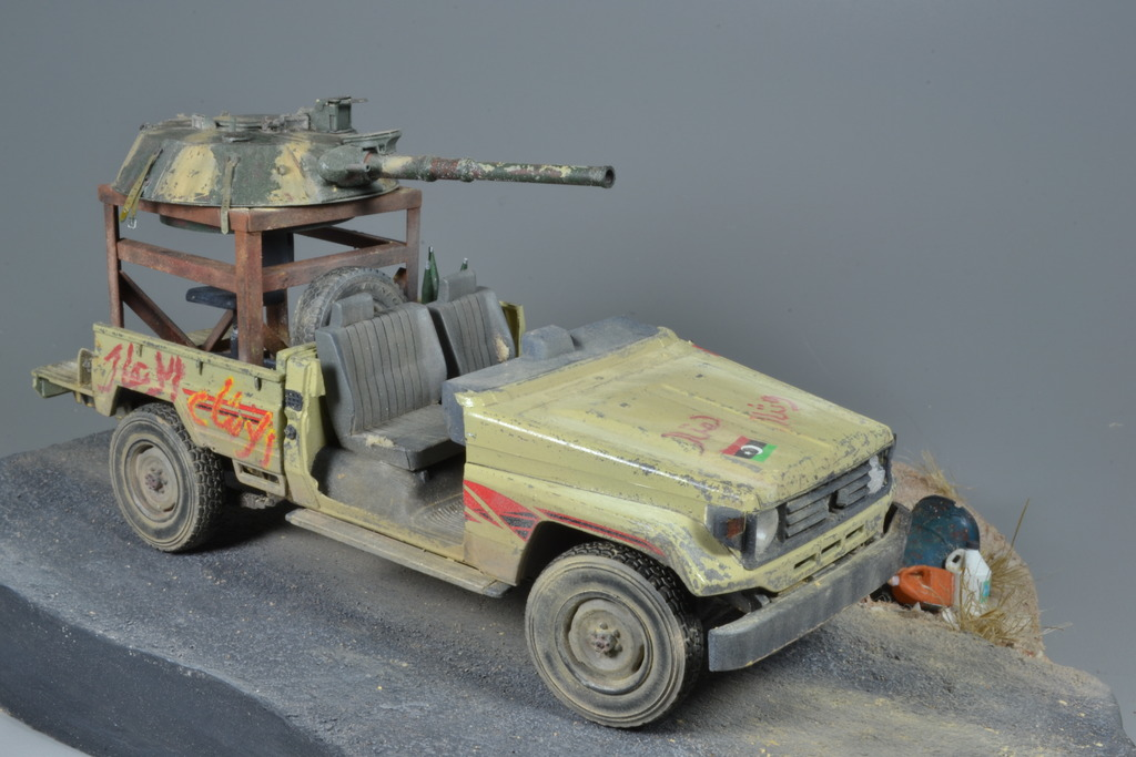 Pick-up (MENG)+tourelle BMP 1/35 (DEF model) - Page 3 DSC_0260_zpsxwrqiflh