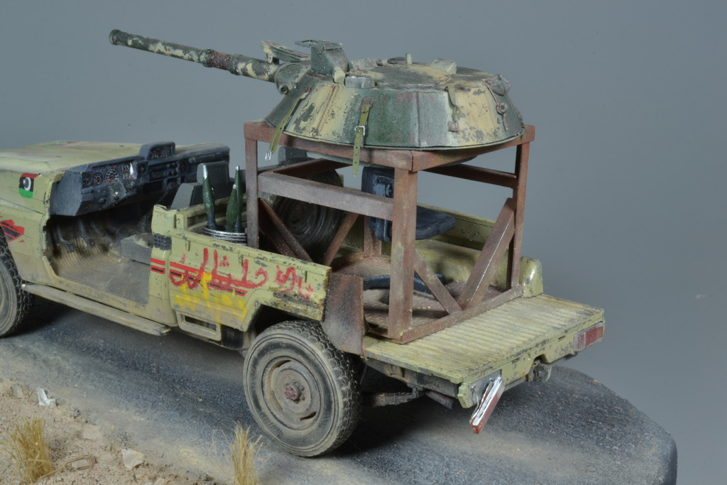 Pick-up (MENG)+tourelle BMP 1/35 (DEF model) - Page 3 DSC_0265_zpsmzgayxoo