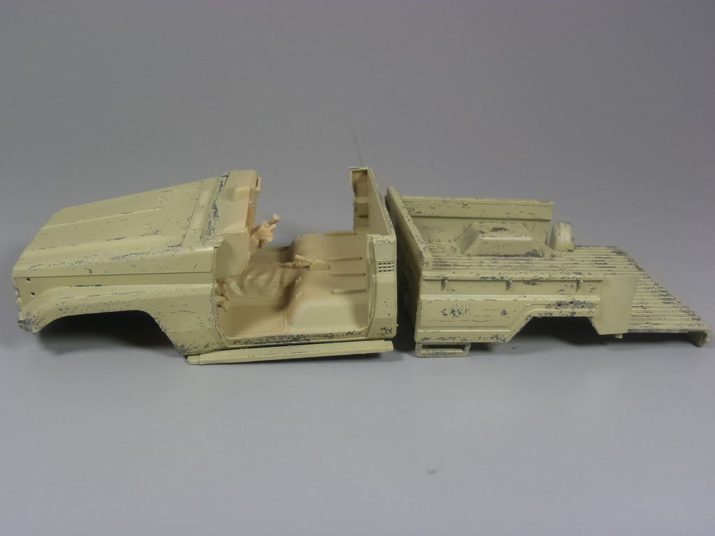 Pick-up (MENG)+tourelle BMP 1/35 (DEF model) P1080280_zpslc8tuawj
