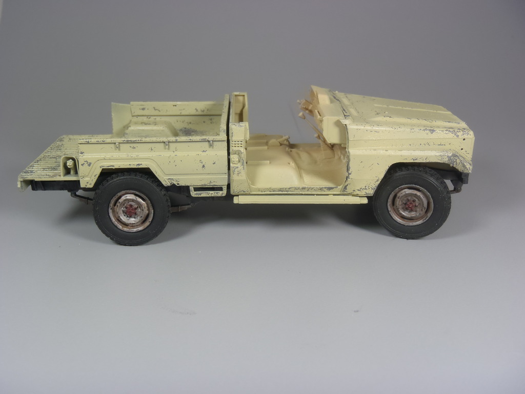 Pick-up (MENG)+tourelle BMP 1/35 (DEF model) P1080284_zpsmo7kqyr2