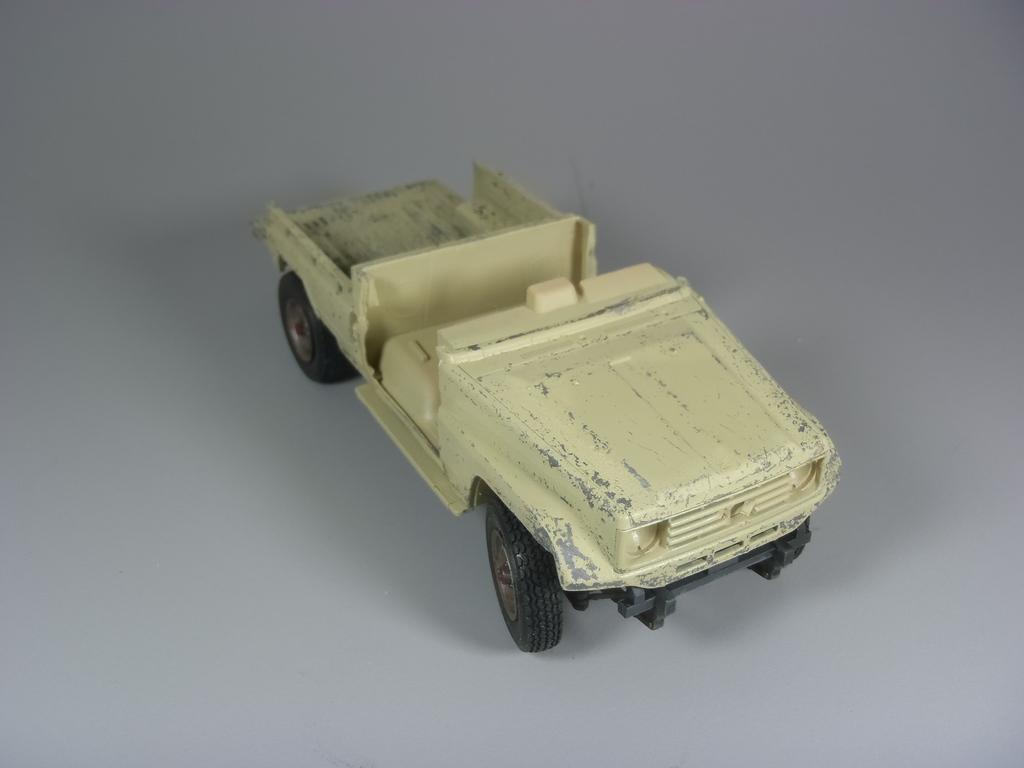 Pick-up (MENG)+tourelle BMP 1/35 (DEF model) P1080286_zpsqd5y2g9x