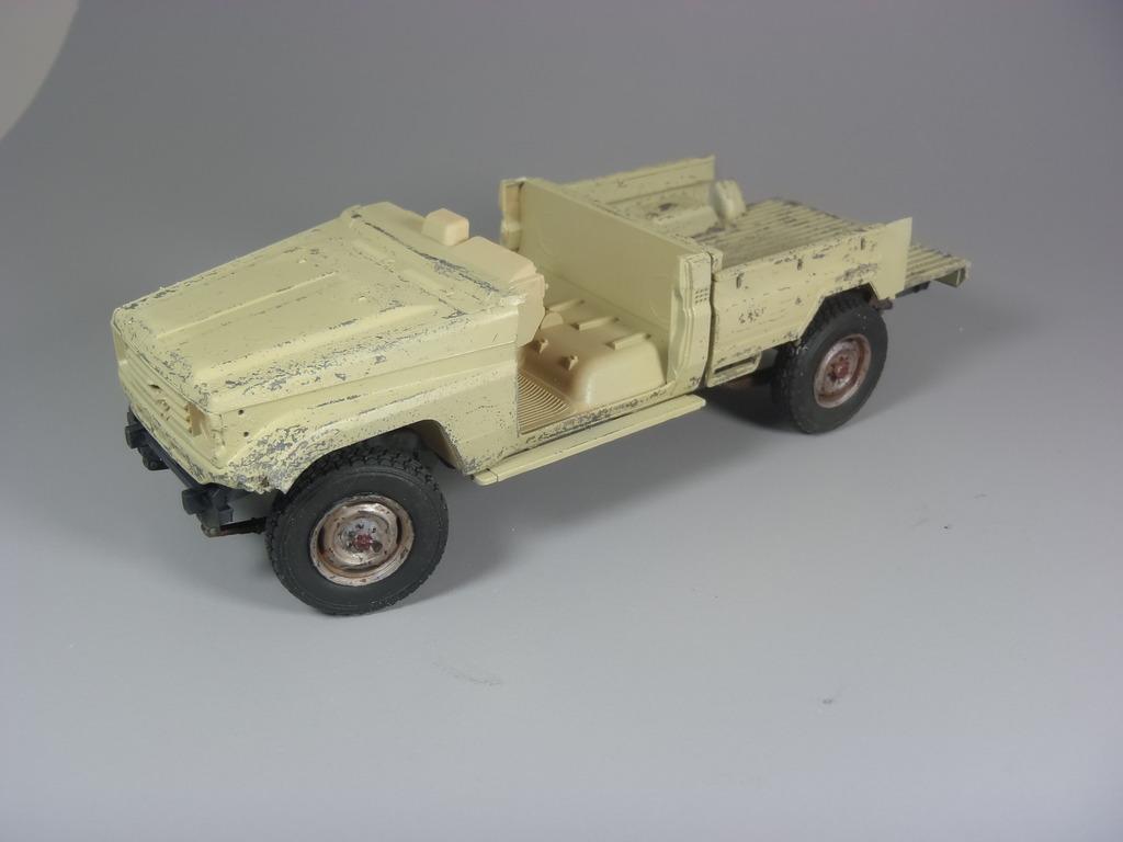 Pick-up (MENG)+tourelle BMP 1/35 (DEF model) P1080287_zps3ishgdql