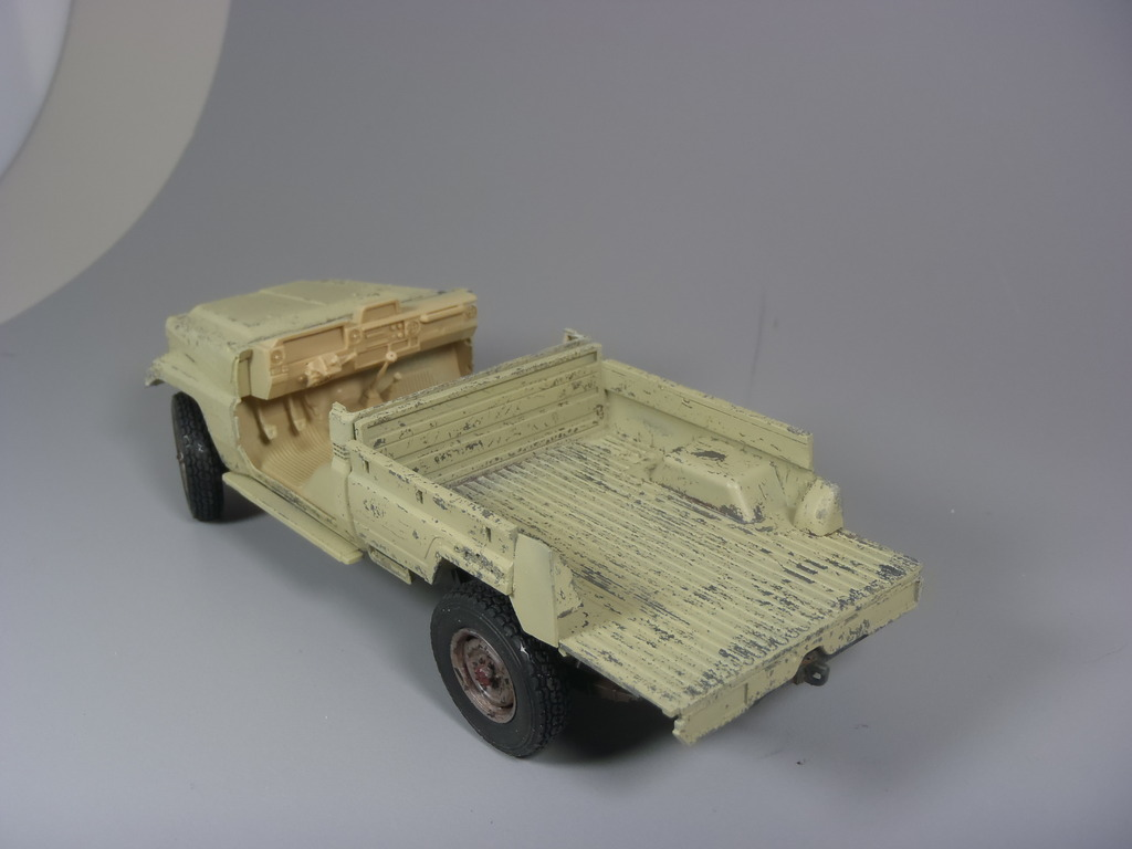 Pick-up (MENG)+tourelle BMP 1/35 (DEF model) P1080288_zpsscnxdcze