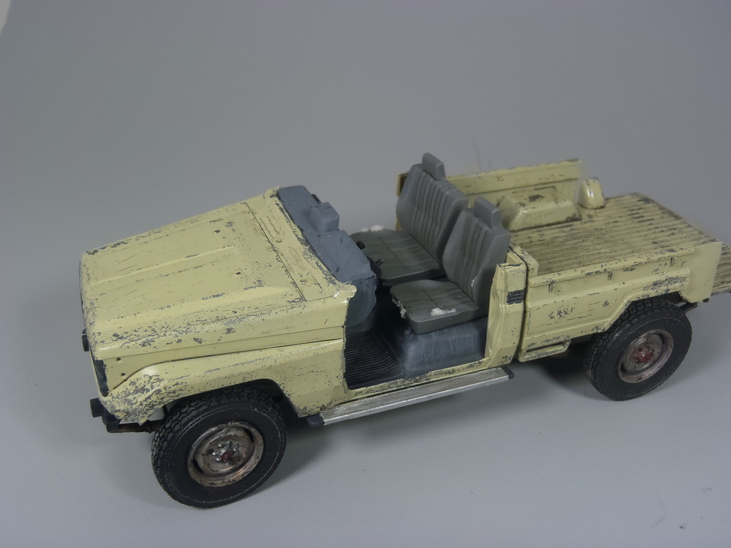 Pick-up (MENG)+tourelle BMP 1/35 (DEF model) P1150295_zpsgnm0rf5j