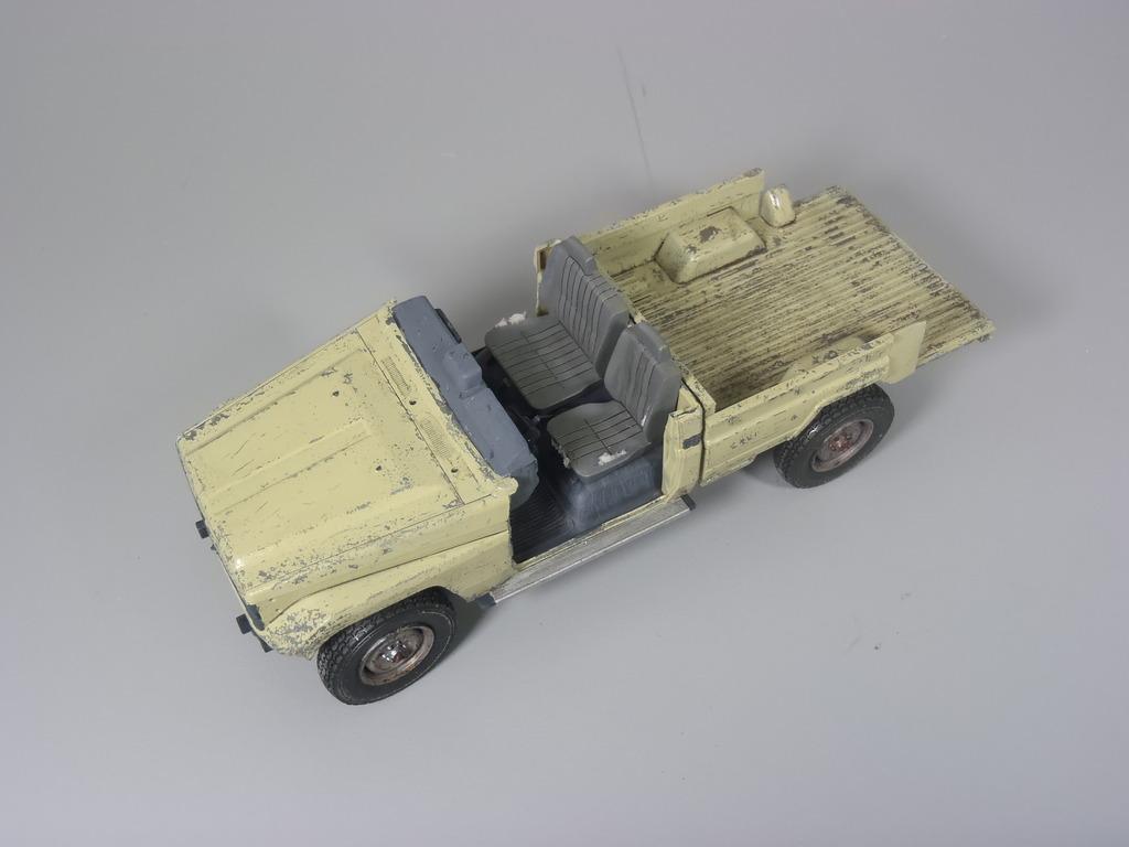 Pick-up (MENG)+tourelle BMP 1/35 (DEF model) P1150296_zps7ppzzxno