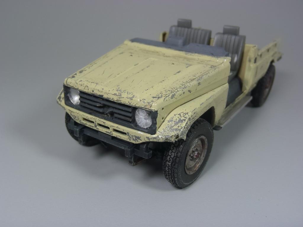 Pick-up (MENG)+tourelle BMP 1/35 (DEF model) P1150298_zpstgqnlvdv