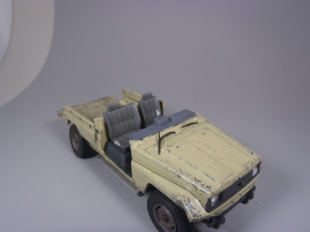 Pick-up (MENG)+tourelle BMP 1/35 (DEF model) P1160302_zps84ahqn0l
