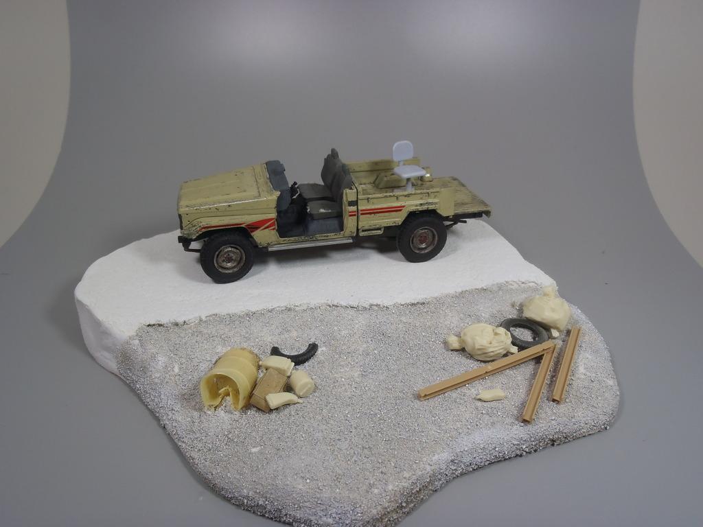 Pick-up (MENG)+tourelle BMP 1/35 (DEF model) P1260312_zpswoi7wu2c