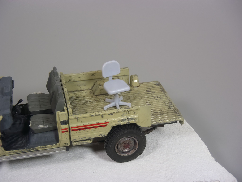 Pick-up (MENG)+tourelle BMP 1/35 (DEF model) P1260313_zpsc4zxxgkk