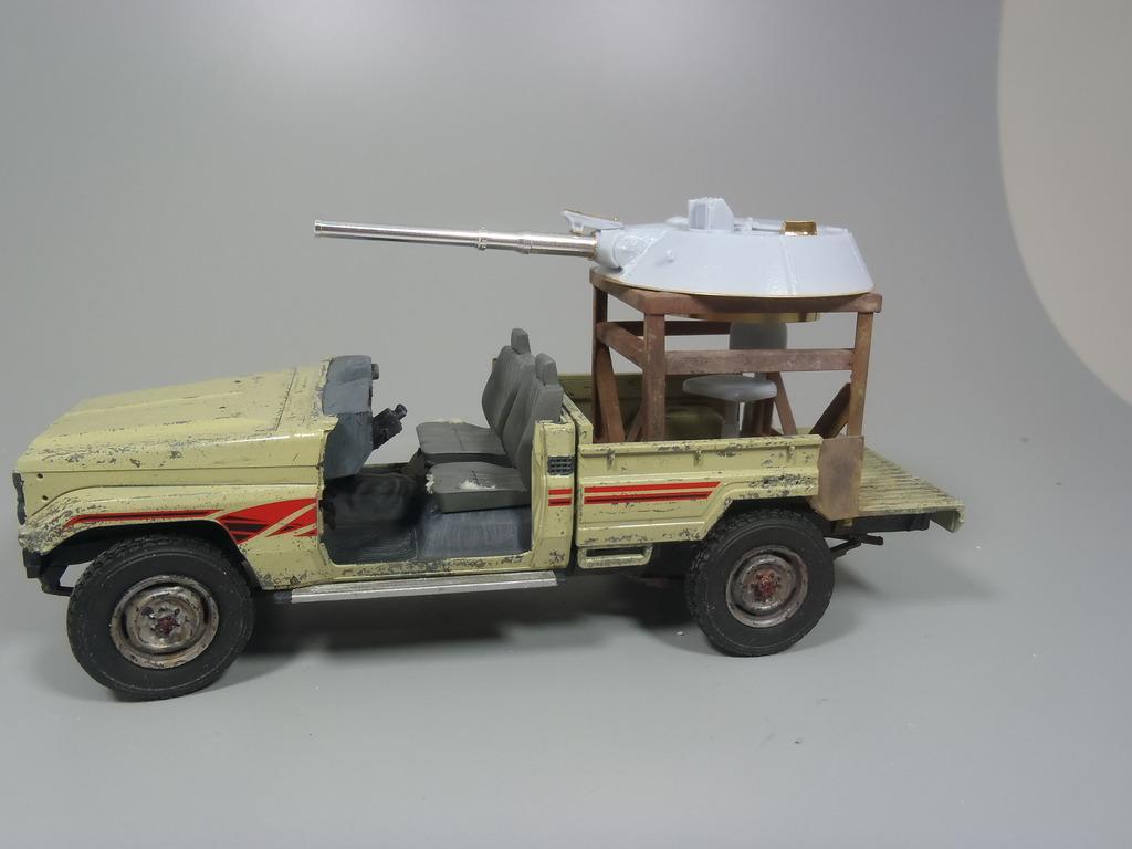Pick-up (MENG)+tourelle BMP 1/35 (DEF model) - Page 2 P2070332_zpst1ppos9j
