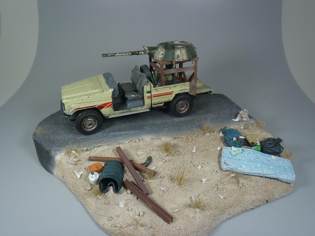 Pick-up (MENG)+tourelle BMP 1/35 (DEF model) - Page 2 P2250482_zpsfgo2mbmc