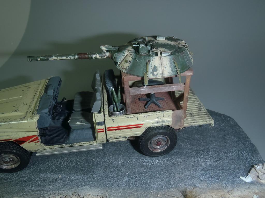 Pick-up (MENG)+tourelle BMP 1/35 (DEF model) - Page 2 P2250485_zps8u7depjn