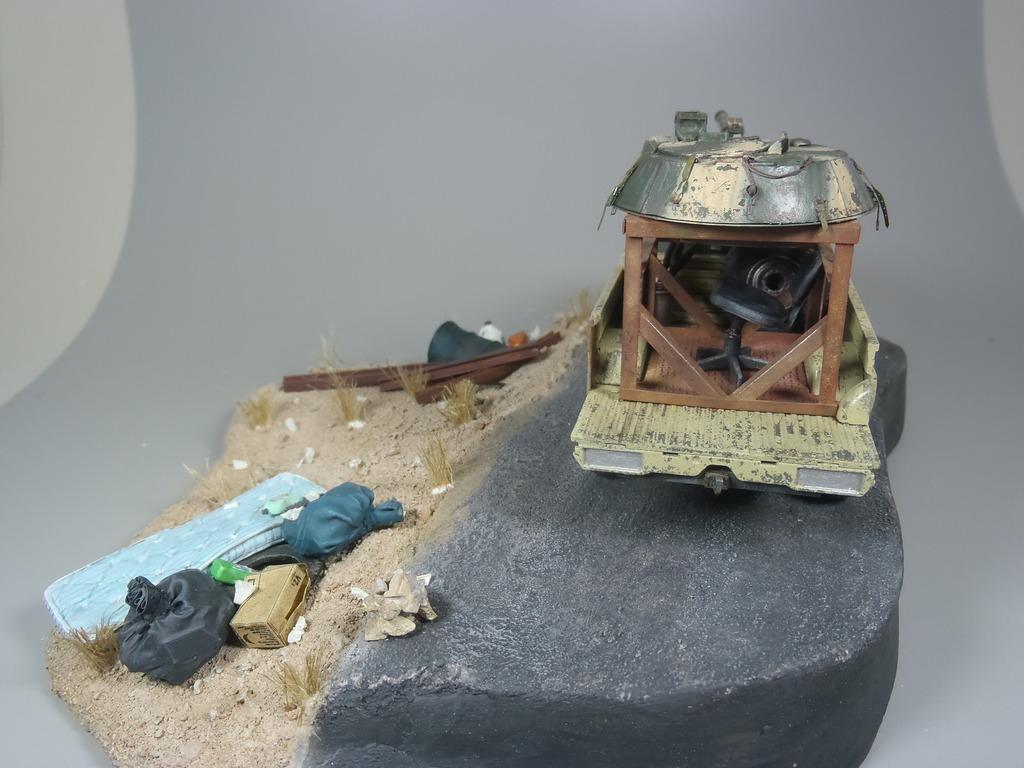 Pick-up (MENG)+tourelle BMP 1/35 (DEF model) - Page 2 P2250489_zpskqfjqcs0